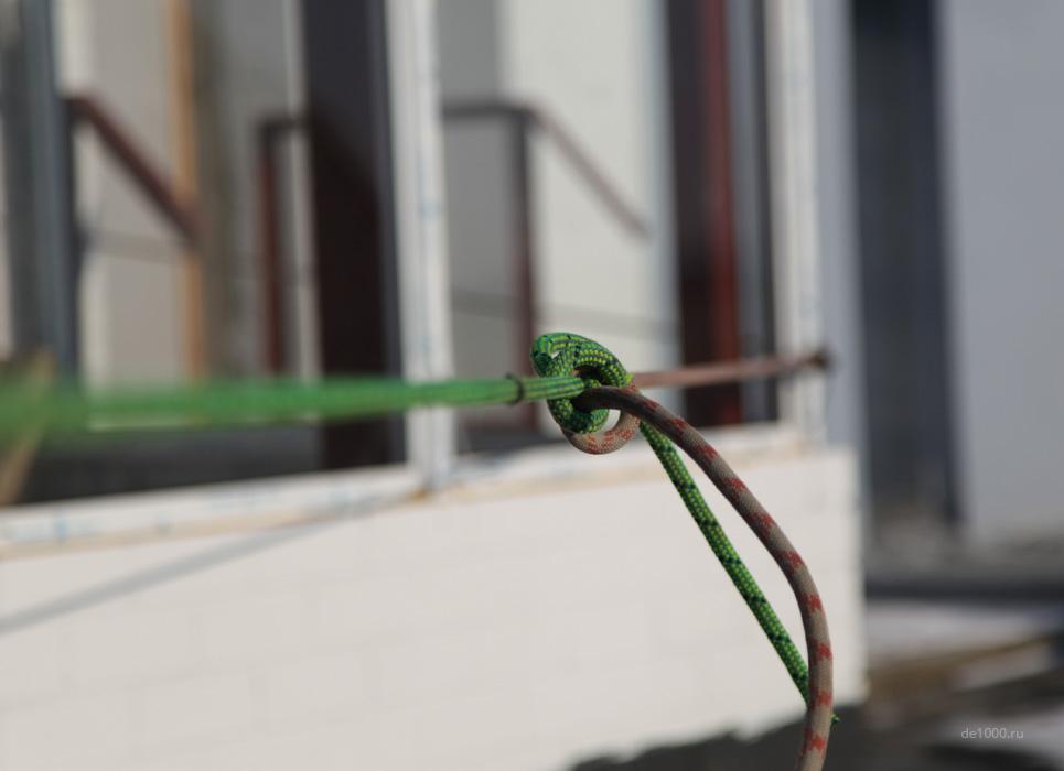 Монтаж светового оборудования на здании. Альпинистское снаряжение.