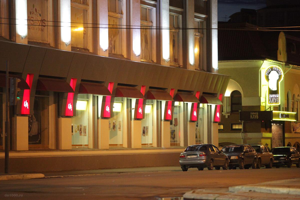 Рекламно-декоративное оформление фасада ЦУМ в Орле