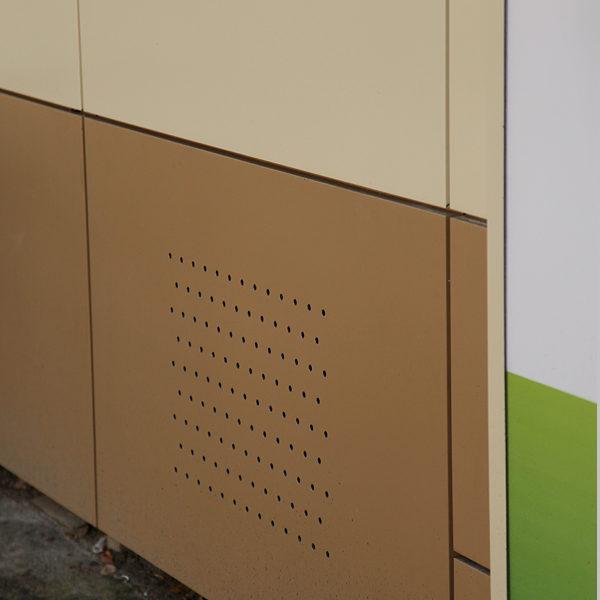 Кассета алюминиевого фасада с вентиляционными отверстиями.
