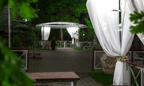 Беседки, ограждения, подсветка. Фуршетная зона парк-отеля Мечта. Дизайн, производство, монтаж.
