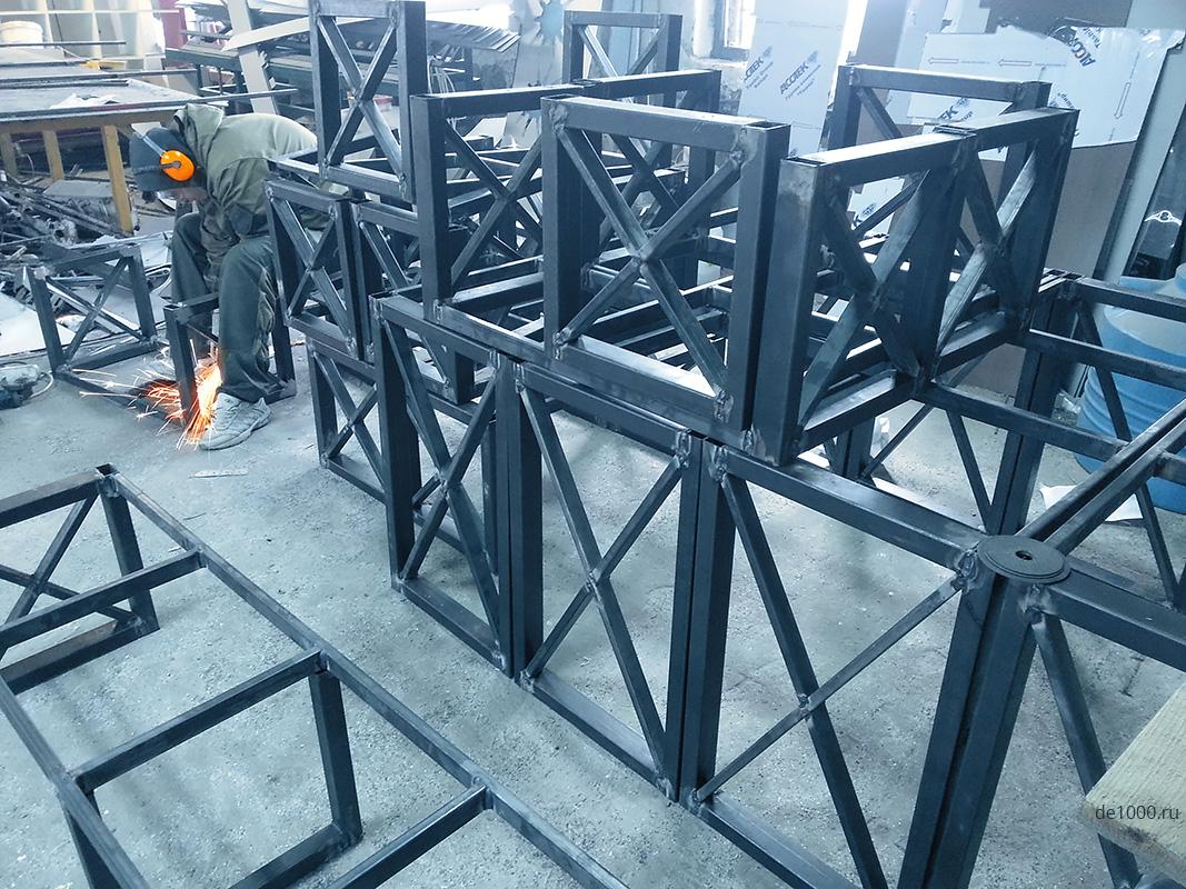 В цеху металлоконструкций Дизайн-сервис. Варим детали беседок и ограждений