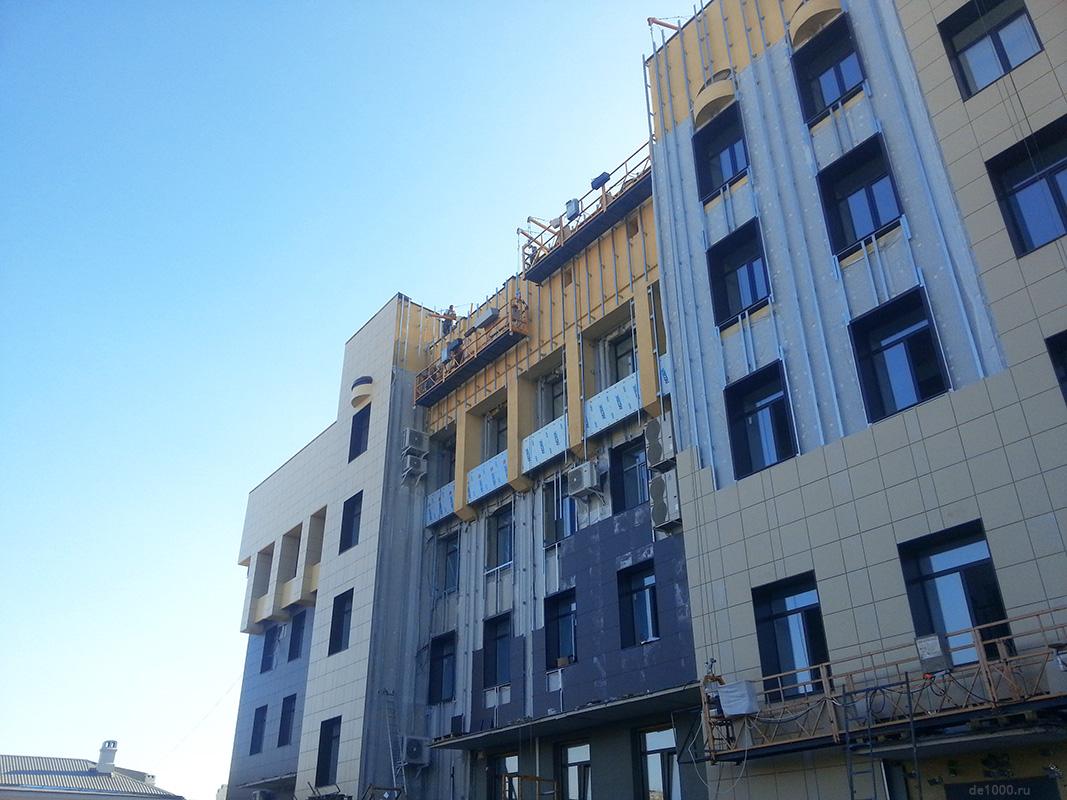 Монтаж навесного фасада. Двор Сбербанка РФ на Брестской
