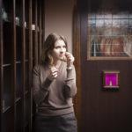 Дизайнер Кучинова Марина в разработанном ей интерьере парфюмерного магазина