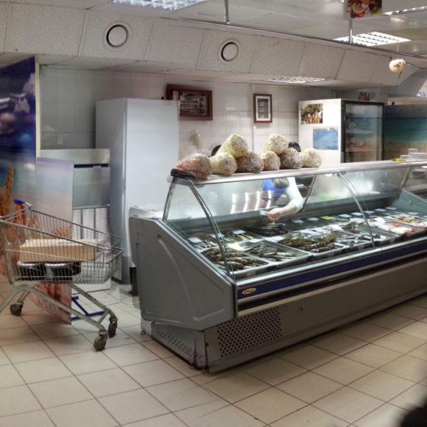 Фото рыбного отдела до реконструкции. Место, на которое в дальнейшем был установлен павильон