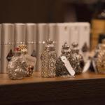 Кристаллические духи - основной товар магазина Ренн Ле Шато.