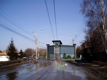 Вид здания в реальном ландшафте. Фотомонтаж. Трехмерная модель наложена на реальную фотографию
