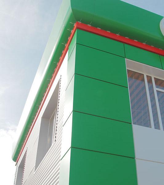 Вентилируемый фасад и рекламный фриз