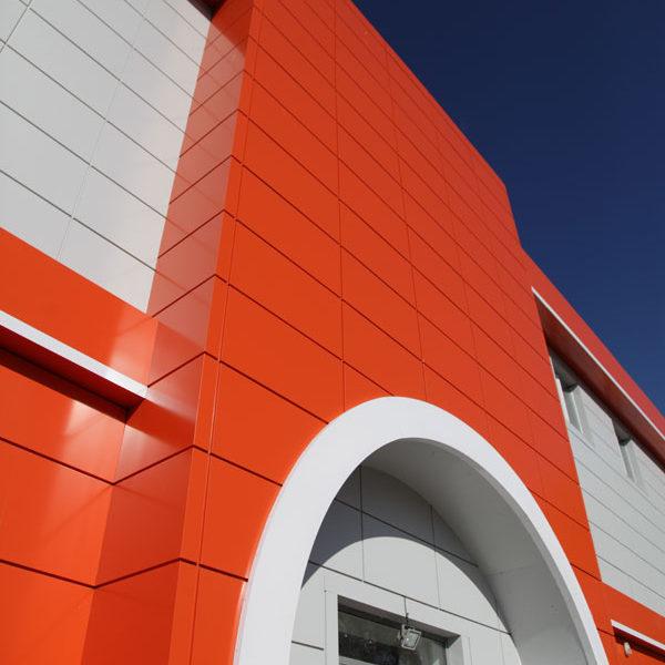 Вентилируемый фасад торгового центра. Дизайн, производство, монтаж под ключ