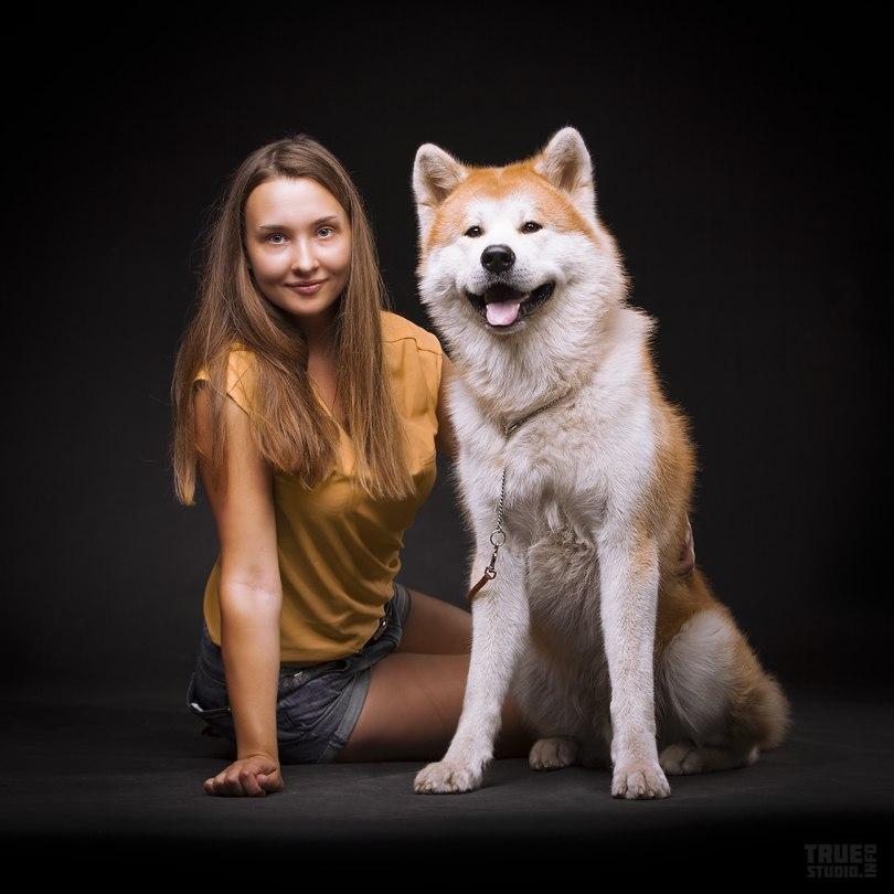 Фотосъемка животных в студии. Собака и хозяйка. Фотостудия Дизайн-сервис ТРУ