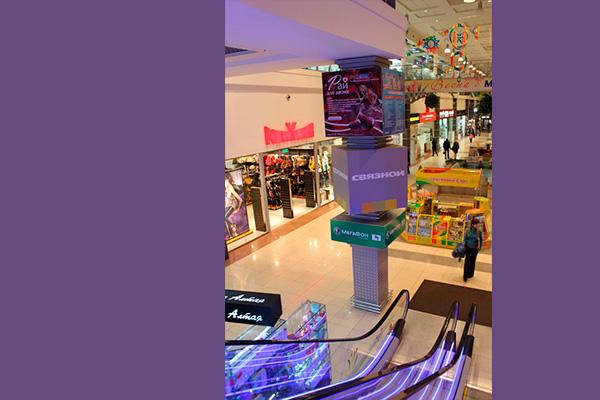 Интерьерная реклама, декор, вывески бутиков в мегакомплексе ГриНН в Орле